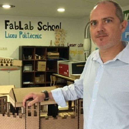 Miquel Carreras en una de les aules del FabLab@School de Rubí