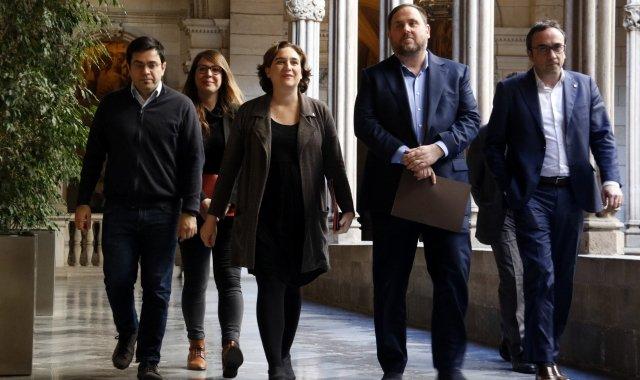 Colau, Junqueras, Pisarello, Sanz i Rull al consistori barceloní