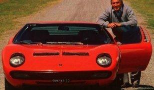 Ferruccio Lamborghini amb un dels seus cotxes