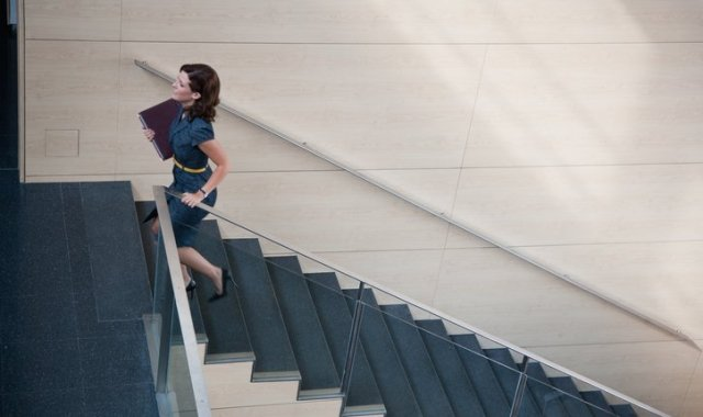Amb tot, l'escala professional segueix acabant-se abans per a les dones