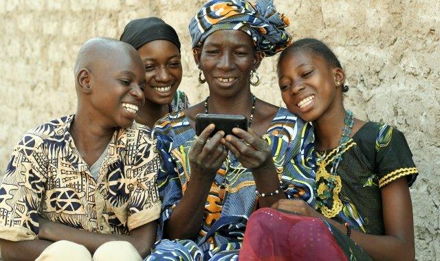El menor nombre d'oficines i comptes corrents facilita la popularitat de l'operativa mòbil bancària a l'Àfrica