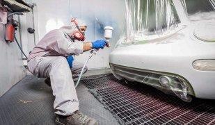 Una de les especialitats de Pitbox és l'aplicació de pintura de vehicles