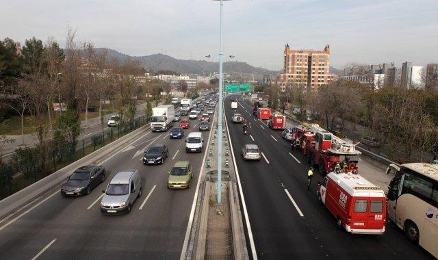 El trànsit deixa imatges de Barcelona com aquesta, amb un sol carril obert en sentit Besòs