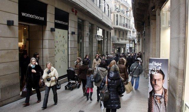 Un dels carrers de l'Eix Comercial de Lleida
