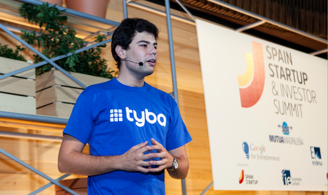 Els emprenedors presenten els seus projectes davants els mentors i inversors