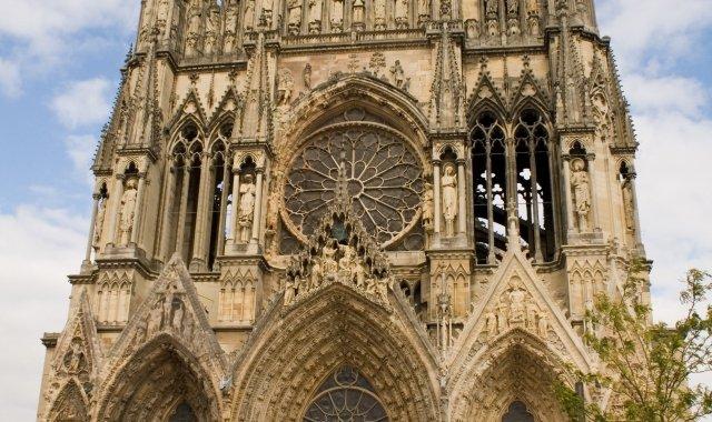 Imponent façana de la catedral francesa