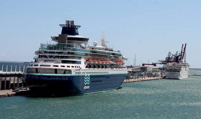 Un creuer amarrat al Port de Barcelona