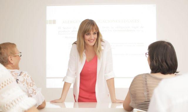 Marta Quintana formant professionals en gestió alimentària
