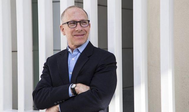 Steven Hodas treballa per revolucionar el sistema educatiu