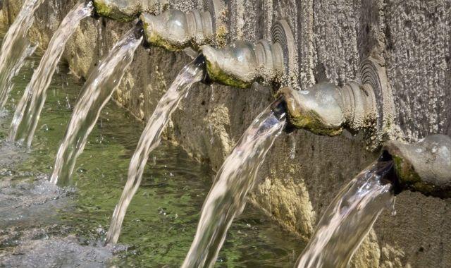 L'aigua és un bé escàs i de gestió controvertida