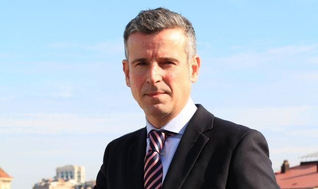 El CEO d'Axel Hotels, Albert Olivé a la terrassa de l'hotel a Barcelona