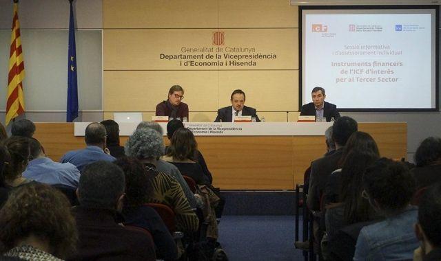 Oriol Illa de la Taula del Tercer Sector; Josep Ramon Sanromà de l'ICF; i Josep Vidal de la Generalitat