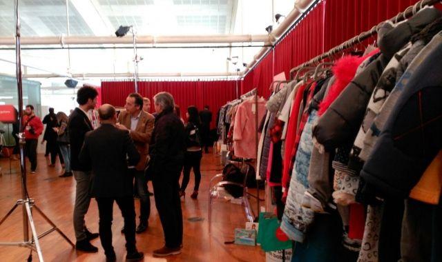 Diversos empresaris negocien al showroom del 080 que se celebra al TNC