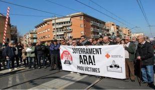 Una manifestació pel soterrament de les vies a Montcada i Reixac