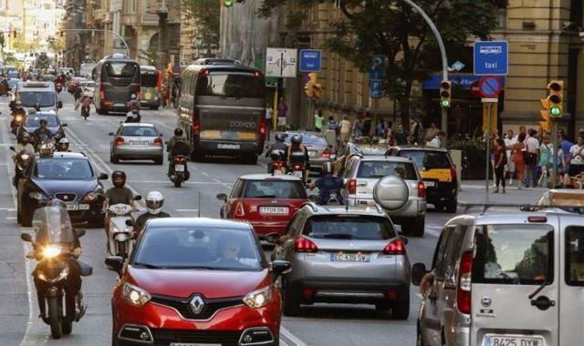 A partir del 2019 Barcelona restringirà la circulació als vehícles de més de 20 anys