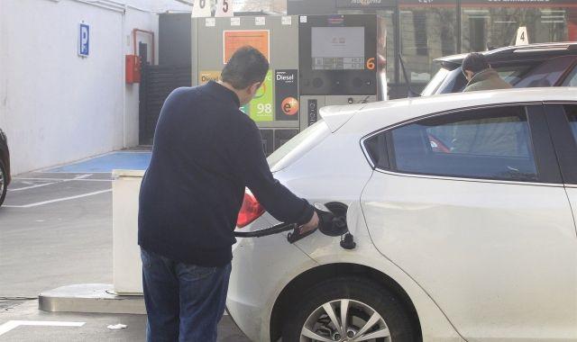 El preu dels carburants fa baixar l'IPC