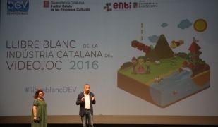 El secretari de l'Associació de Desenvolupament de Videojocs, Anotnio Fernández i la directora de l'àrea de cultura digital de l'Institut Català de les Empreses Culturals, Marisol López