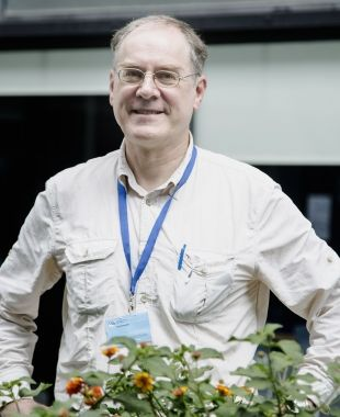 Rolf Schroeder is one of the main European researchers in complementary currencies | Àngel Bravo