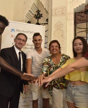 Jaume Giró i Dolors Bassa amb els joves extutelats
