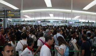 Les cues al control de seguretat de l'Aeroport del Prat s'estan fent habituals | Alex Recolons (ACN)
