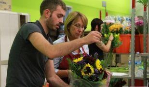 L'empresa, fundada el 2002, es dedica a l'enviament de flors, plantes i cistelles de regals a domicili