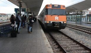 Un tren de Rodalies arribant a l'estació de Girona. ACN