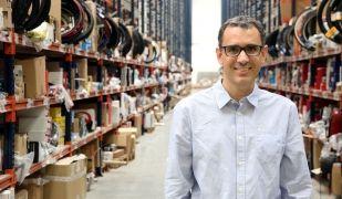 El cofundador de Deporvillage, Xavier Pladellorens, al centre logístic de Sallent | ACN