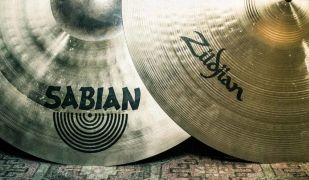 Dos címbals de Sabian i Zildjian