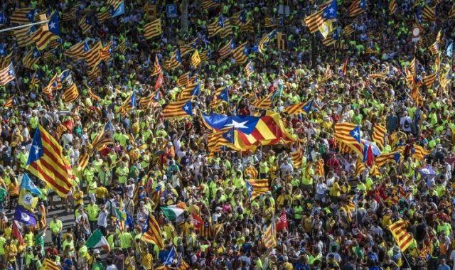 Manifestants omplen Barcelona d'estelades | JORDI BORRÀS