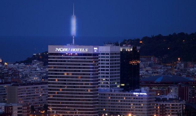 La Torre de Catalunya al costat de l'Estació de Sants