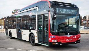 El transport públic podria captar 1,5 persones de mitjana de cada vehicle restringit | Europa Press