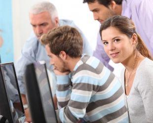 Els cursos de formació online triomfen a Espanya | Acistock