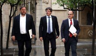 Junqueras, Puigdemont i Turull entrant a la reunió del Consell Executiu