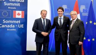 Justin Trudeau Jean Claude Juncker i Donald Tusk