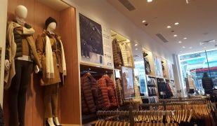Imatge de la nova botiga Uniqlo al centre comercial de Glòries