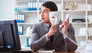 La llei no reconeix la suplantació d'identitat com un delicte