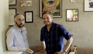 Atilano González i Daniel Brühl al Bar Raval de Berlín