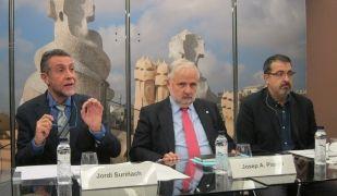 Els autors de l'informe, Jordi Suriñach i Juan Antonio Duro, destaquen l'impacte social de la universitat | EP