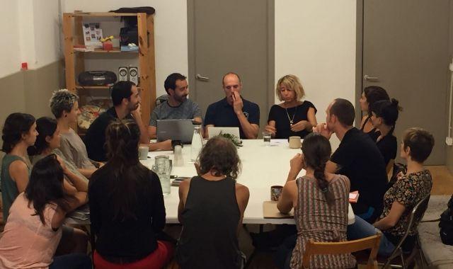 Una de les reunions de casos clínics de la cooperativa COS