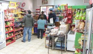 Una botiga de conveniència a Sant Cugat   Artur Ribera