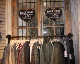 Les botigues de roba i cosmètica són les que més vendes fan durant el Black Friday| ACN