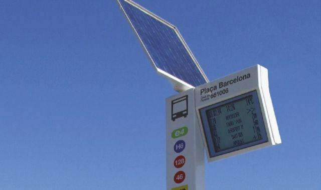 Un dels sistemes d'informació de Capmar a una parada d'autobús