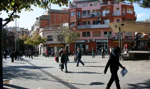 La plaça del Rellotge és una de les zones comercials de Santa Coloma de Gramenet | Gramenet Turisme
