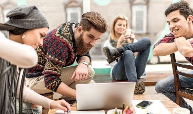 Els primers joves de la generació Z ja estan sortint de les universitats i entrant al mercat laboral