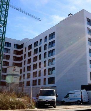 Pla general d'un bloc de pisos en construcció a Tarragona | ACN